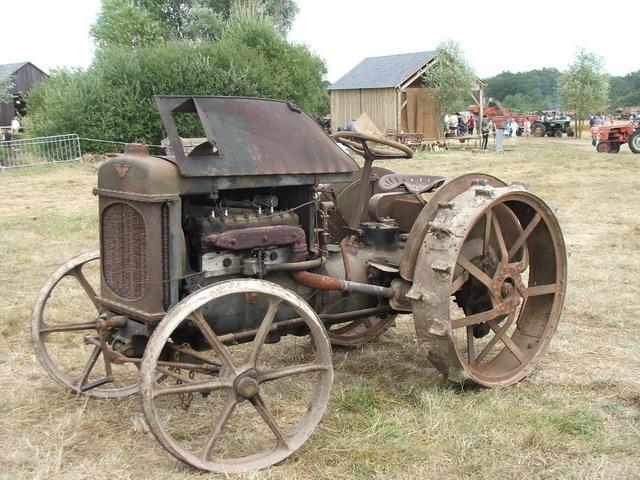 tracteur austin roue de fer. Black Bedroom Furniture Sets. Home Design Ideas