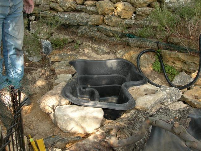Faire un bassin avec cascade d un bassin de jardin avec - Bassin plastique preforme saint denis ...