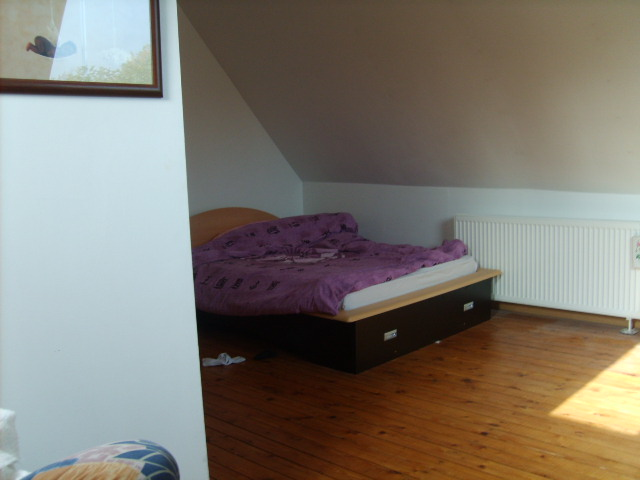 relooking chambre mansard help. Black Bedroom Furniture Sets. Home Design Ideas
