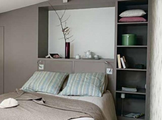 La chambre parentales agencement installation d 39 un - Fabriquer une tete de lit avec rangement ...
