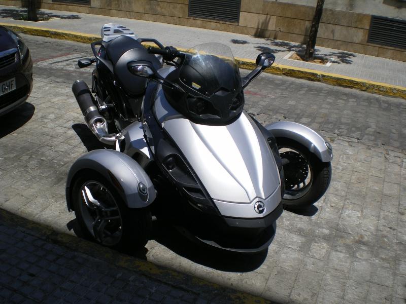 moto trois roues. Black Bedroom Furniture Sets. Home Design Ideas