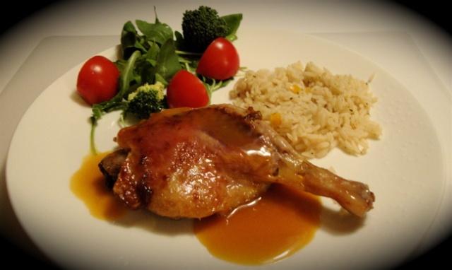 Confit de canard au caramel de gingembre pour deux - Recette de cuisse de canard en sauce ...
