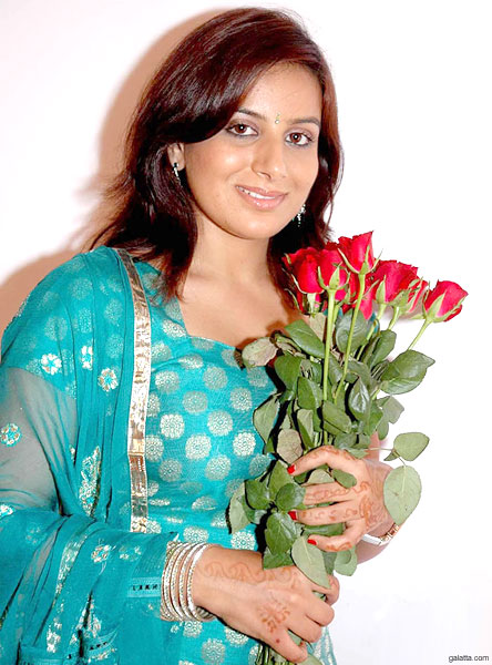hot and sexy pooja gandhi, hot pooja gandhi in bikini, hot pooja gandhi wallpapers and photos, hot pooja gandhi boobs/breasts