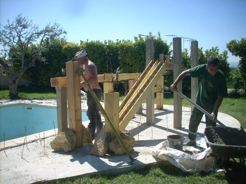 Projet construction faux rocher avec cascade pour piscine for Toboggan piscine particulier