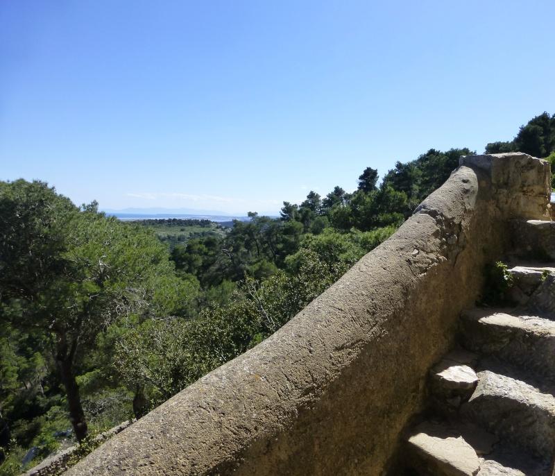 L'escalier de pierre dans GRUISSAN p1040113